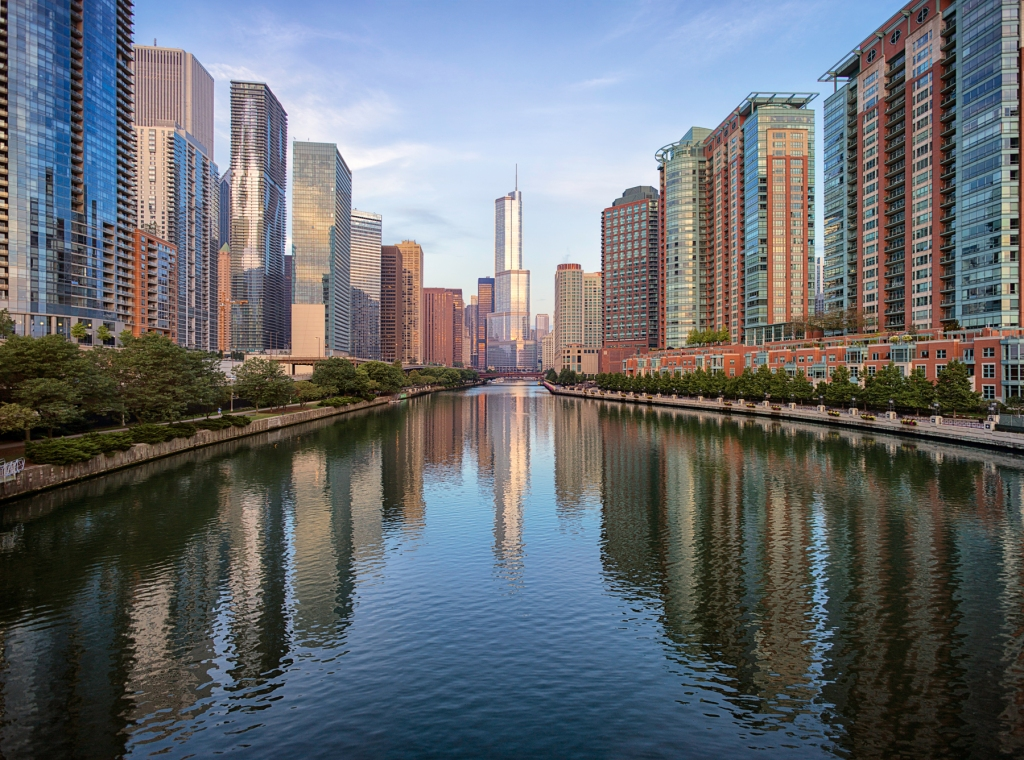 Trump-Tower-–-Chicago-River-And-Skyline-Mabry-Campbell