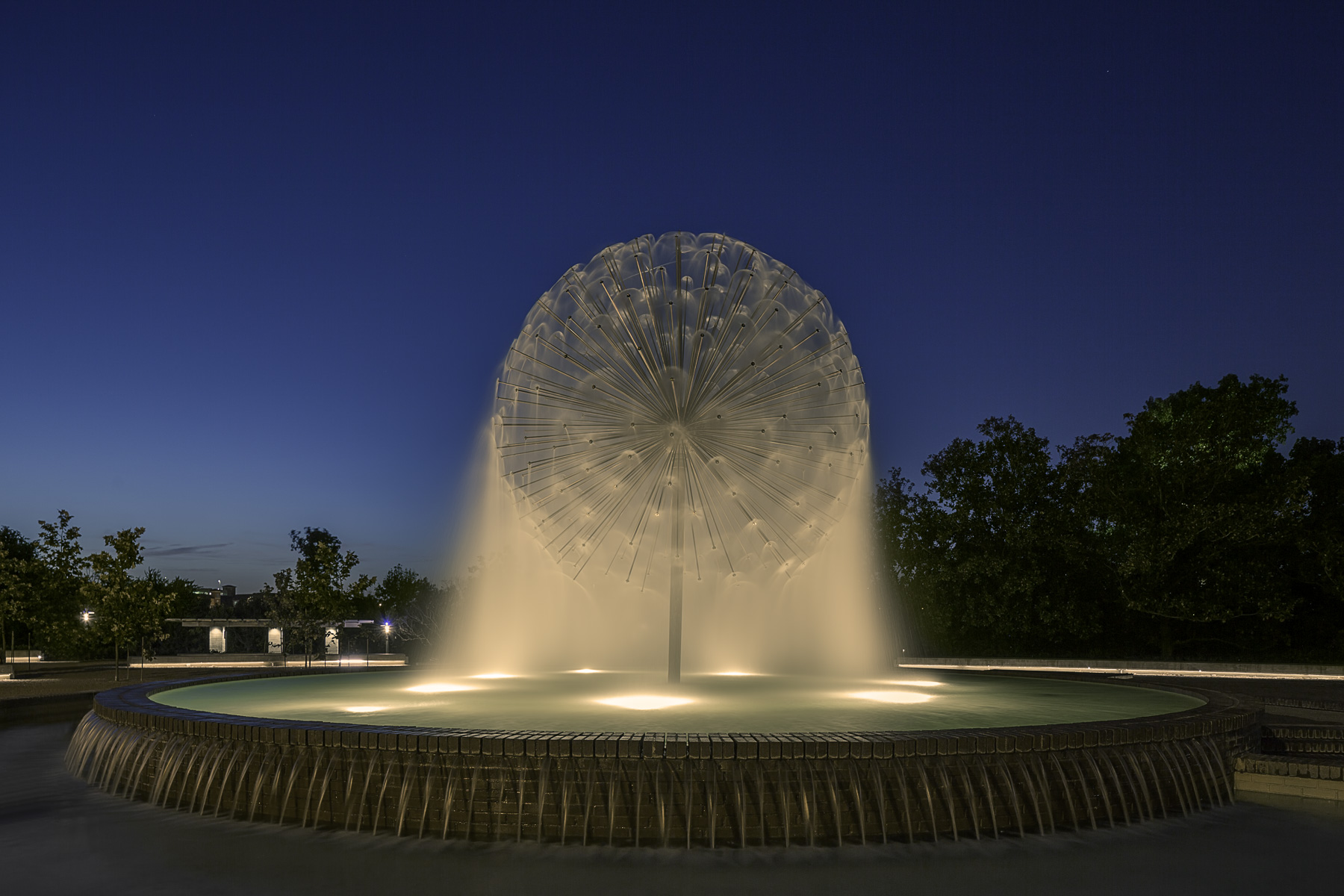 gus s wortham memorial fountain