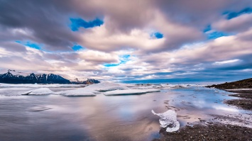 Icebergs-At-Moving-Jökulsárlón-Mabry-Campbell