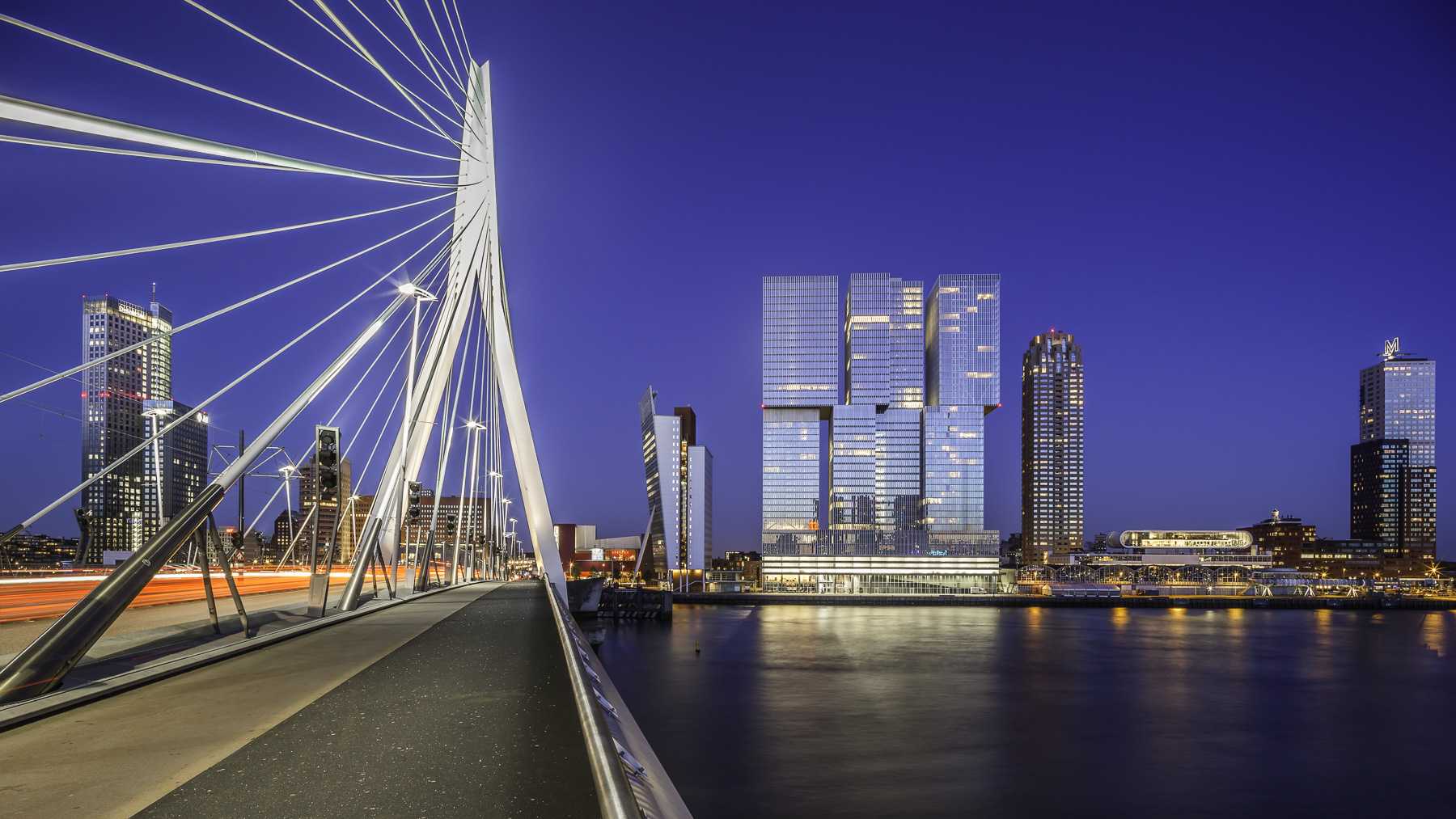 rotterdam skyline from erasmusbrug