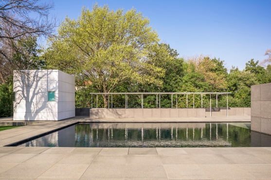 The-Rachofsky-House-Poolside-Patio-and-Poolhouse-Mabry-Campbell