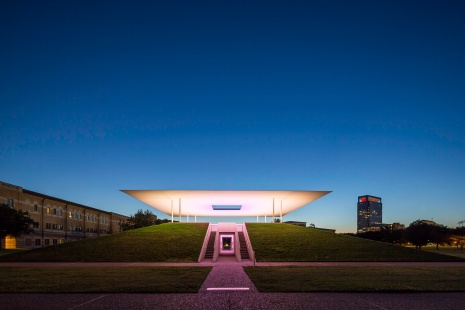 James-Turrell-Skyspace-Twilight-Epiphany---Yellow-Transition-Mabry-Campbell