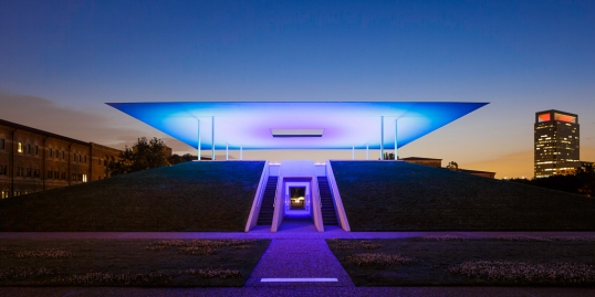 James-Turrell-Skyspace-Twilight-Epiphany-Blue